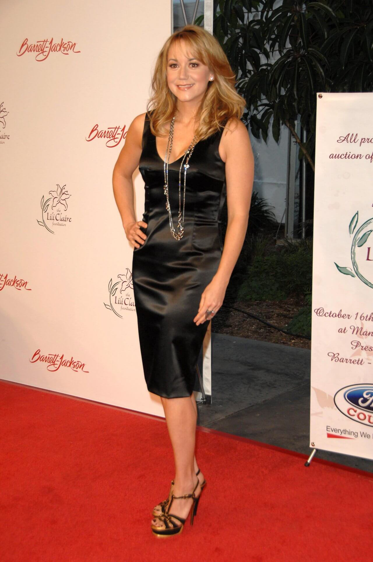 49 Hot Pictures Of Megyn Price Which Will Get You Addicted