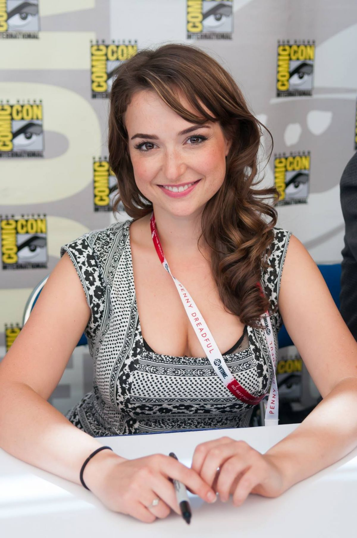 Milana Vayntrub hot photo