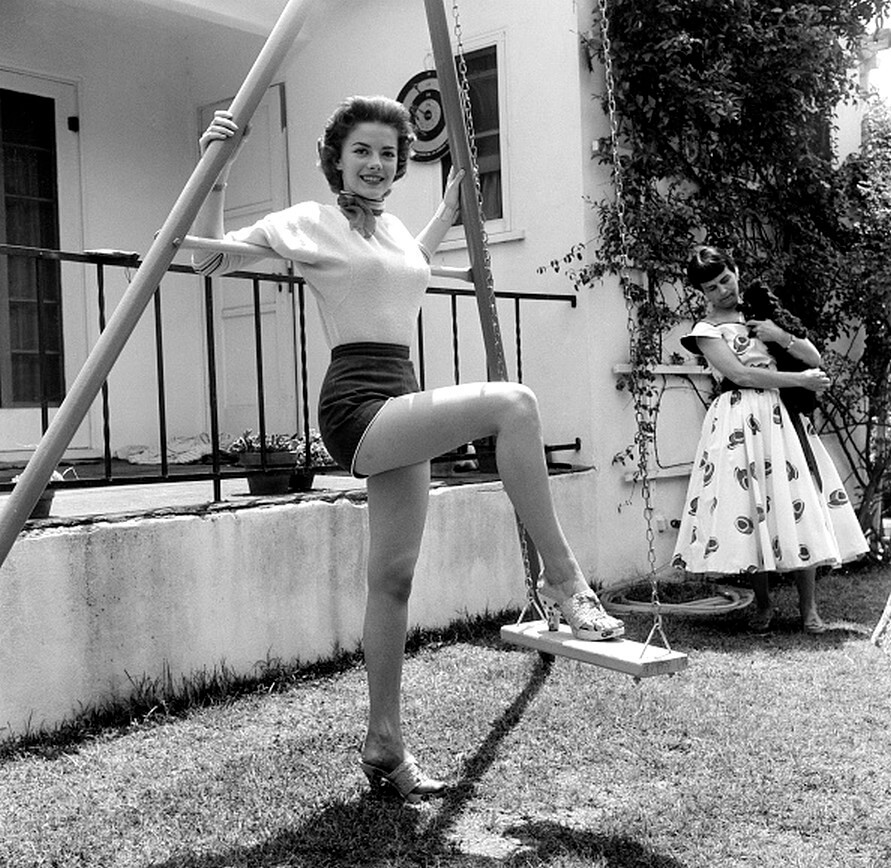 Natalie Wood thighs awesome pics