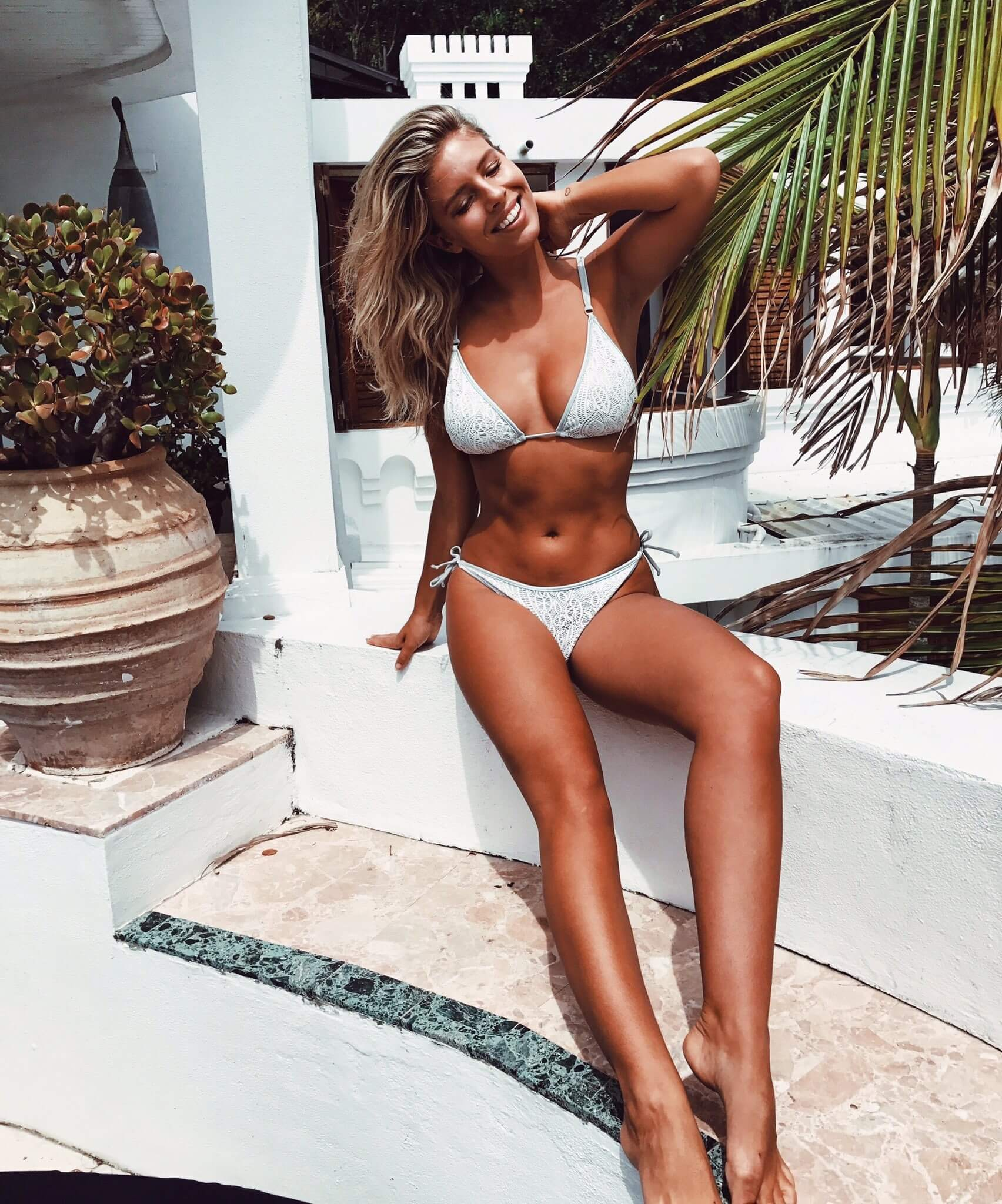 Natasha Oakley sexy photos