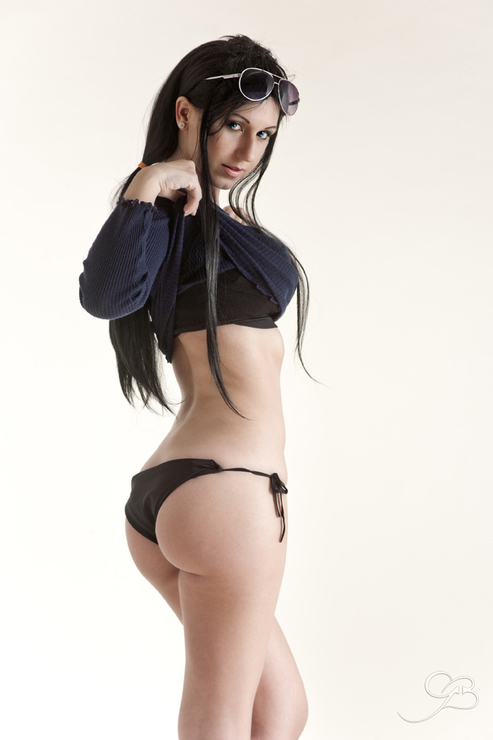 Nico Robin too hot