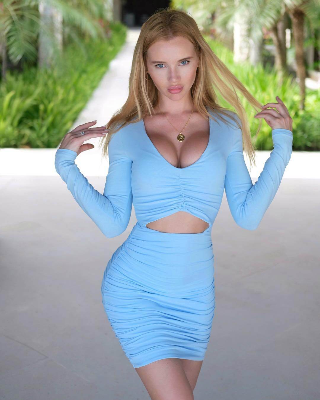Olya Abromovich sexy busty picture