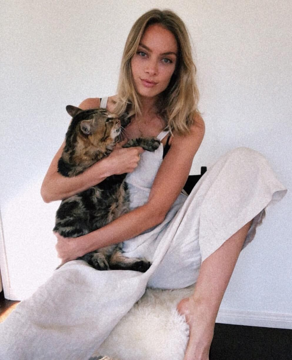 Rachel Skarsten awesonme photo