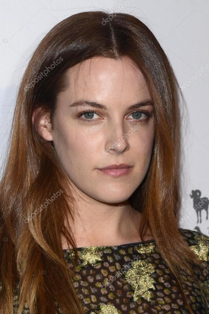 Riley Keough damm sexy picture