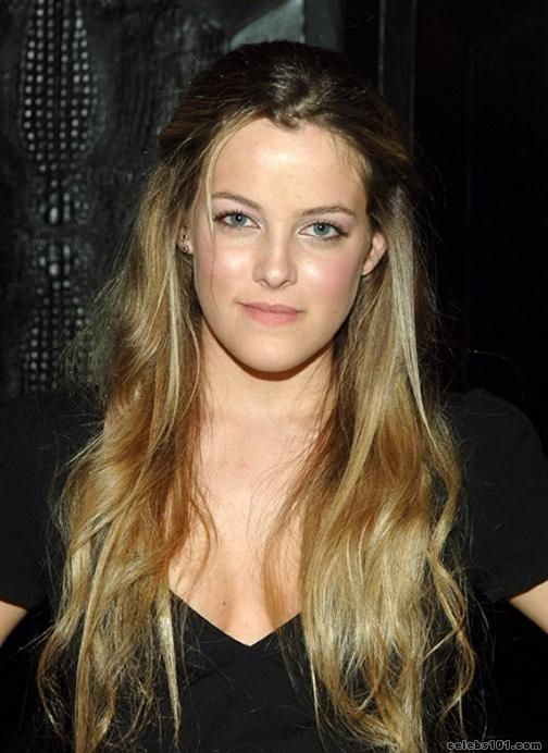 Riley Keough hot lady photo