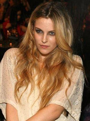 Riley Keough super sexy