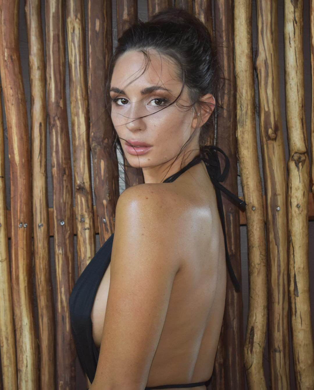 Rosie Roff sexy side look