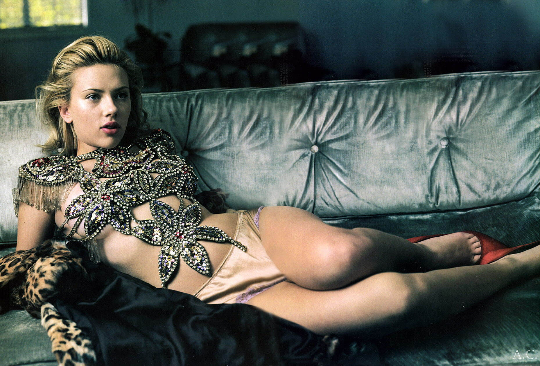 Scarlett-Johansson-thighs awesome pic