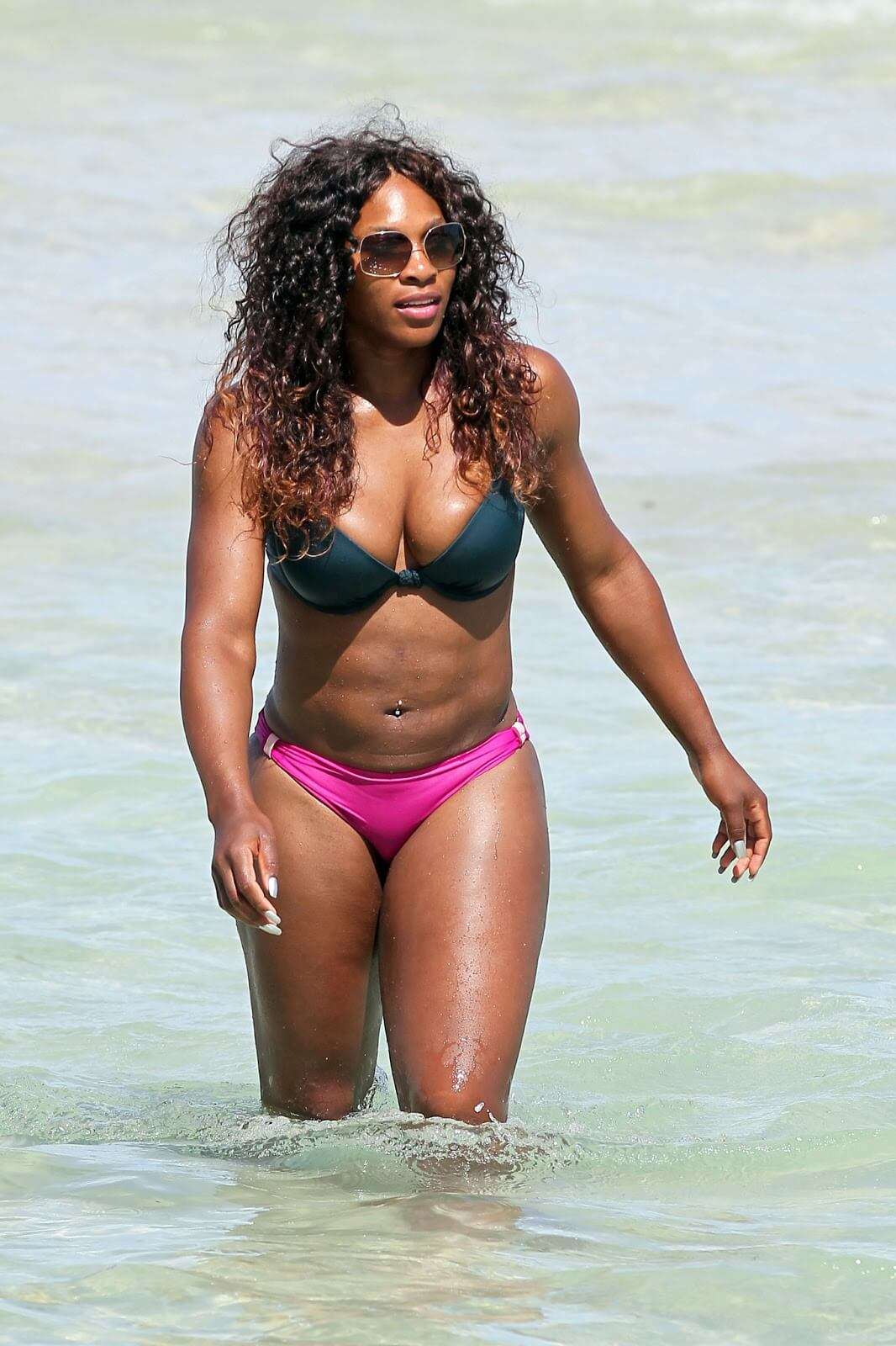 Serena Williams sexy boobs pics