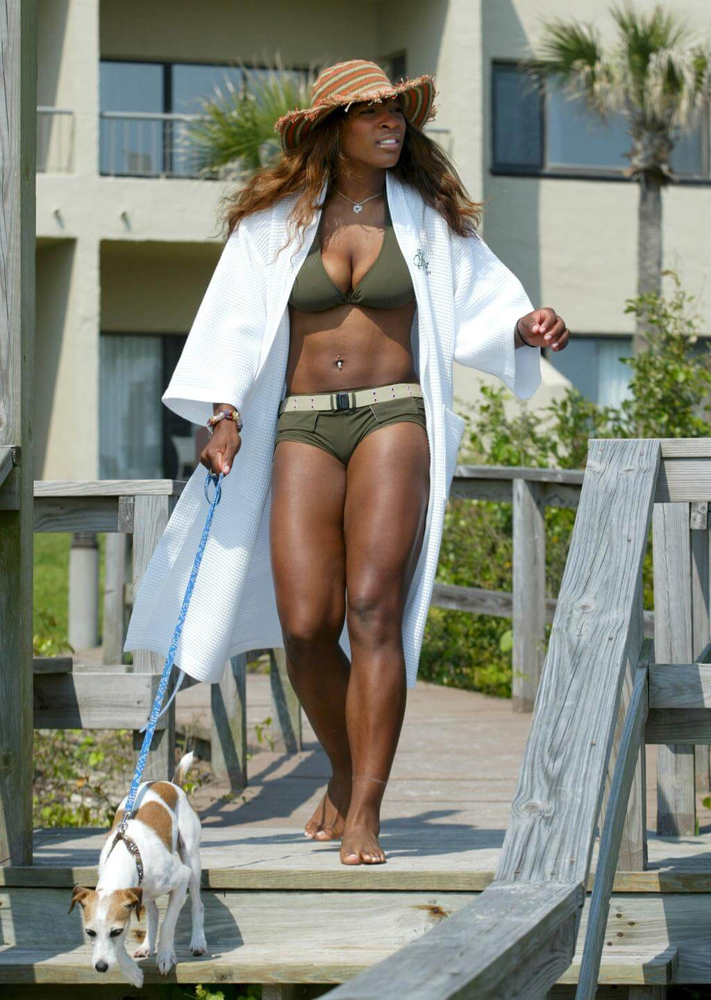 Serena Williams sexy cleavages pics