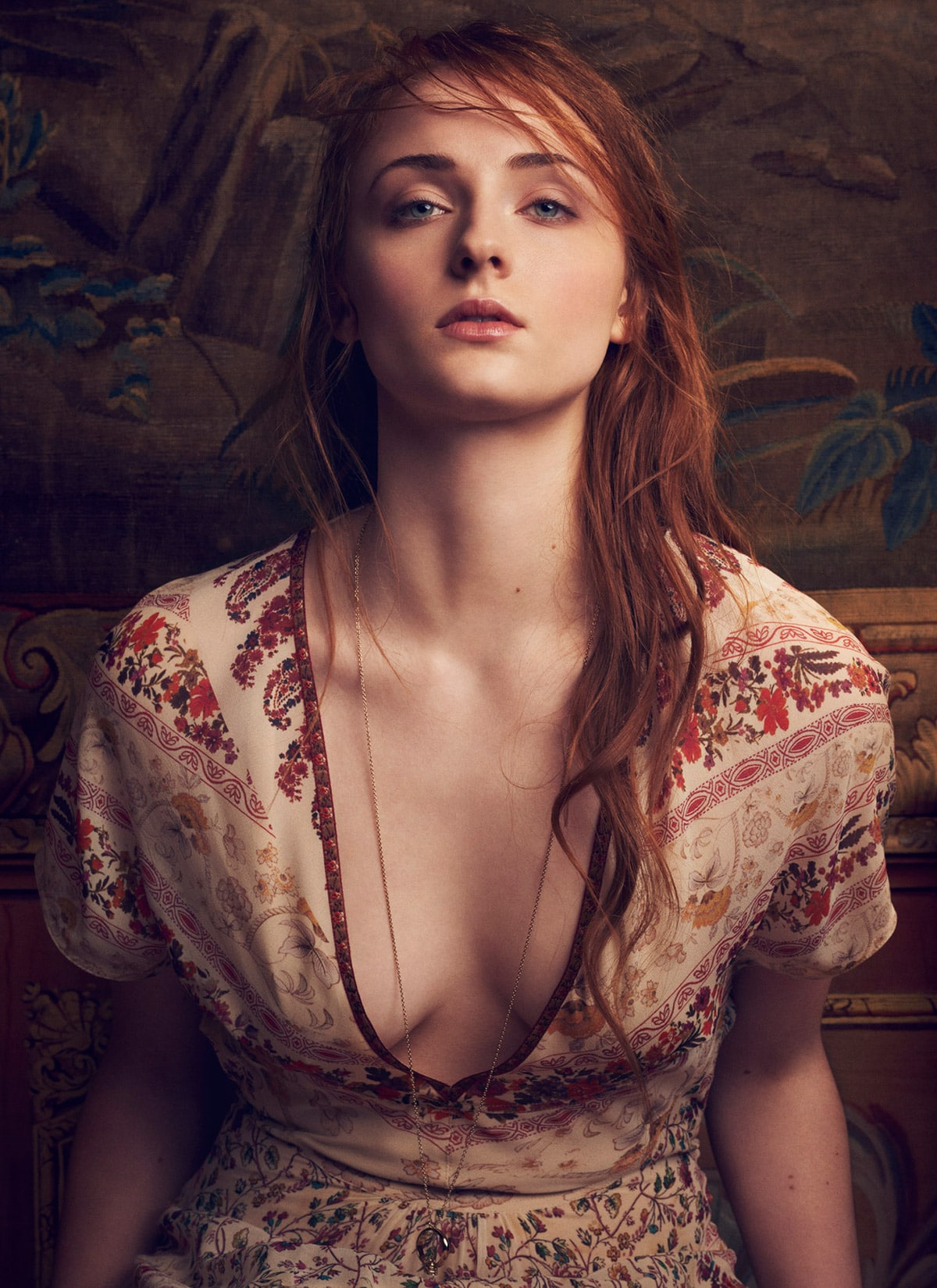 Sophie Turner Sexy Boobs Pictures