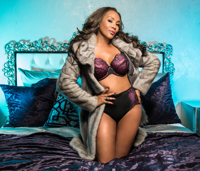 Vivica A. Fox hot cleavages picture (2)