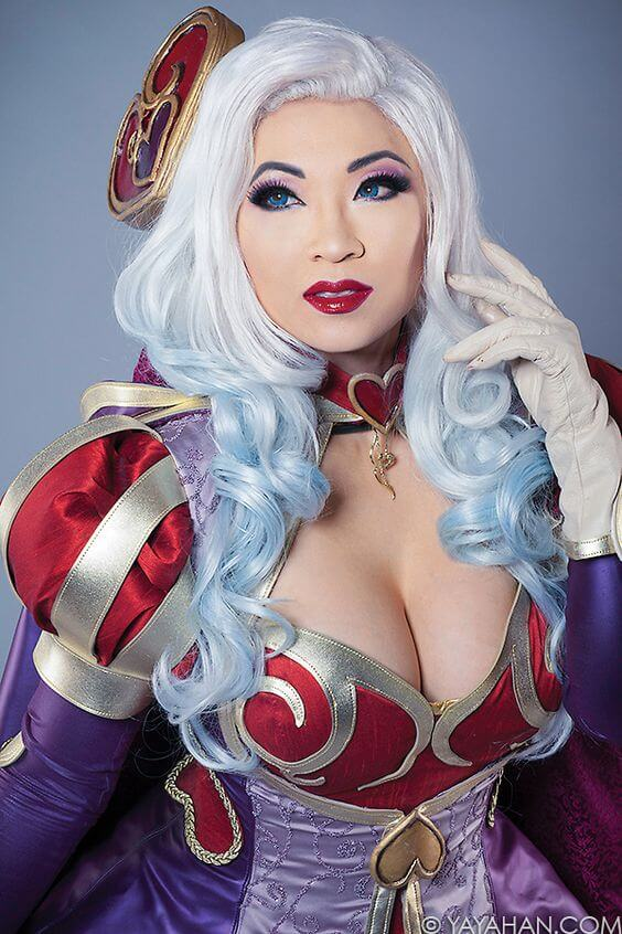 Yaya Han awesome cleavages