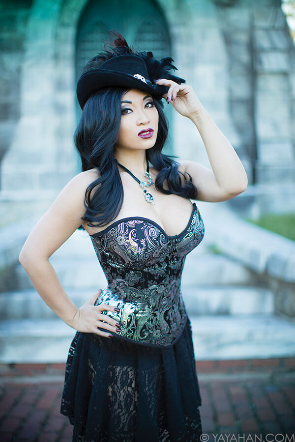 Yaya Han cleavages pic (2)