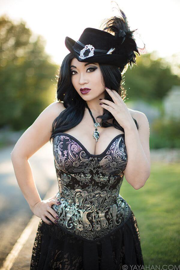 Yaya Han cleavages picture