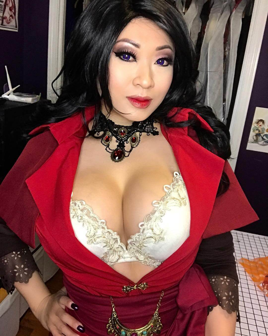 Yaya Han side boobs