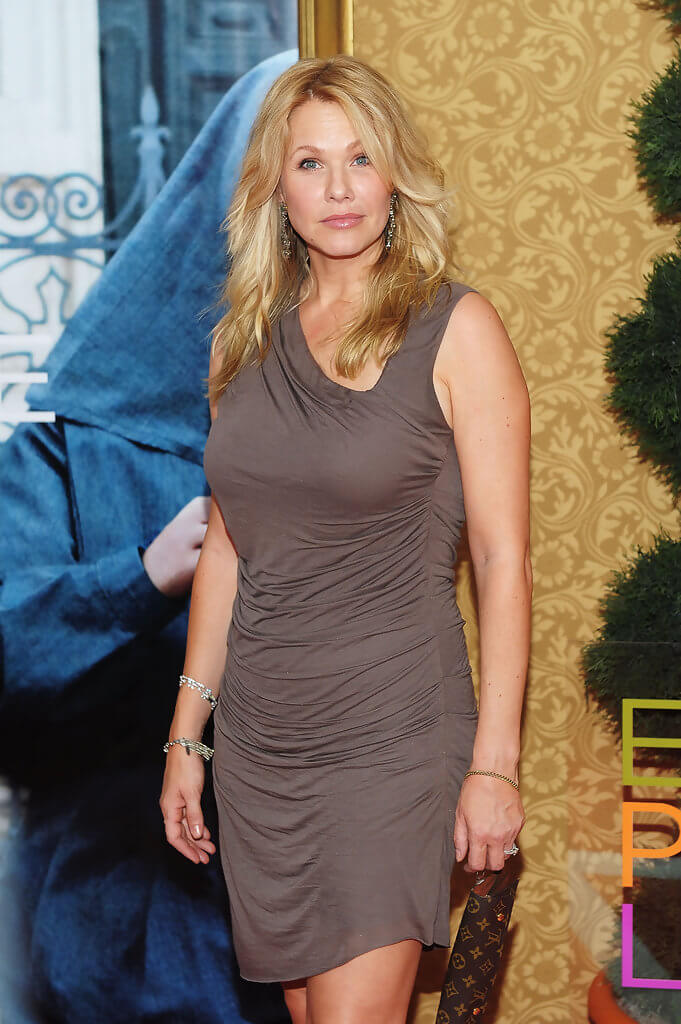 andrea roth thighs