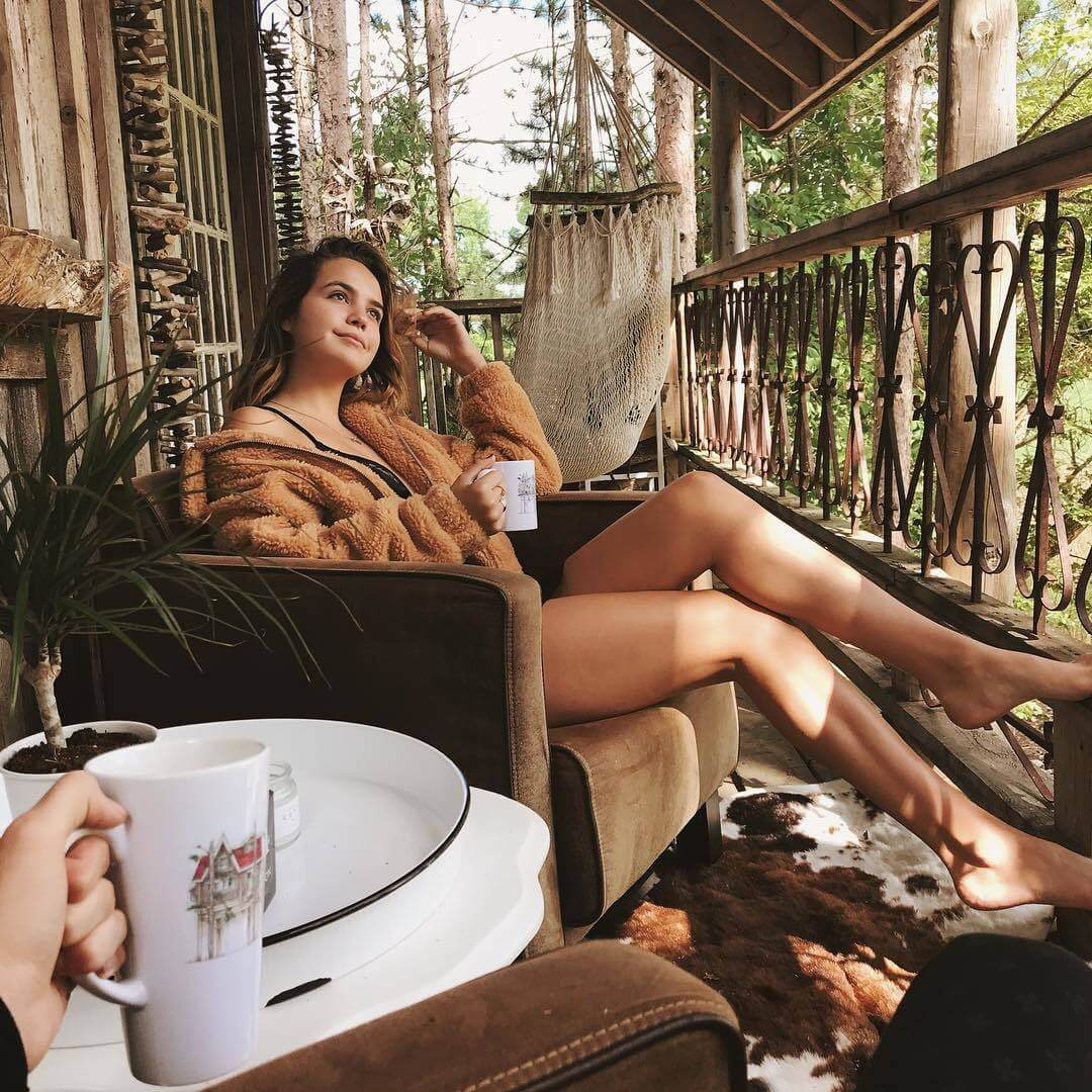 bailee madison thighs