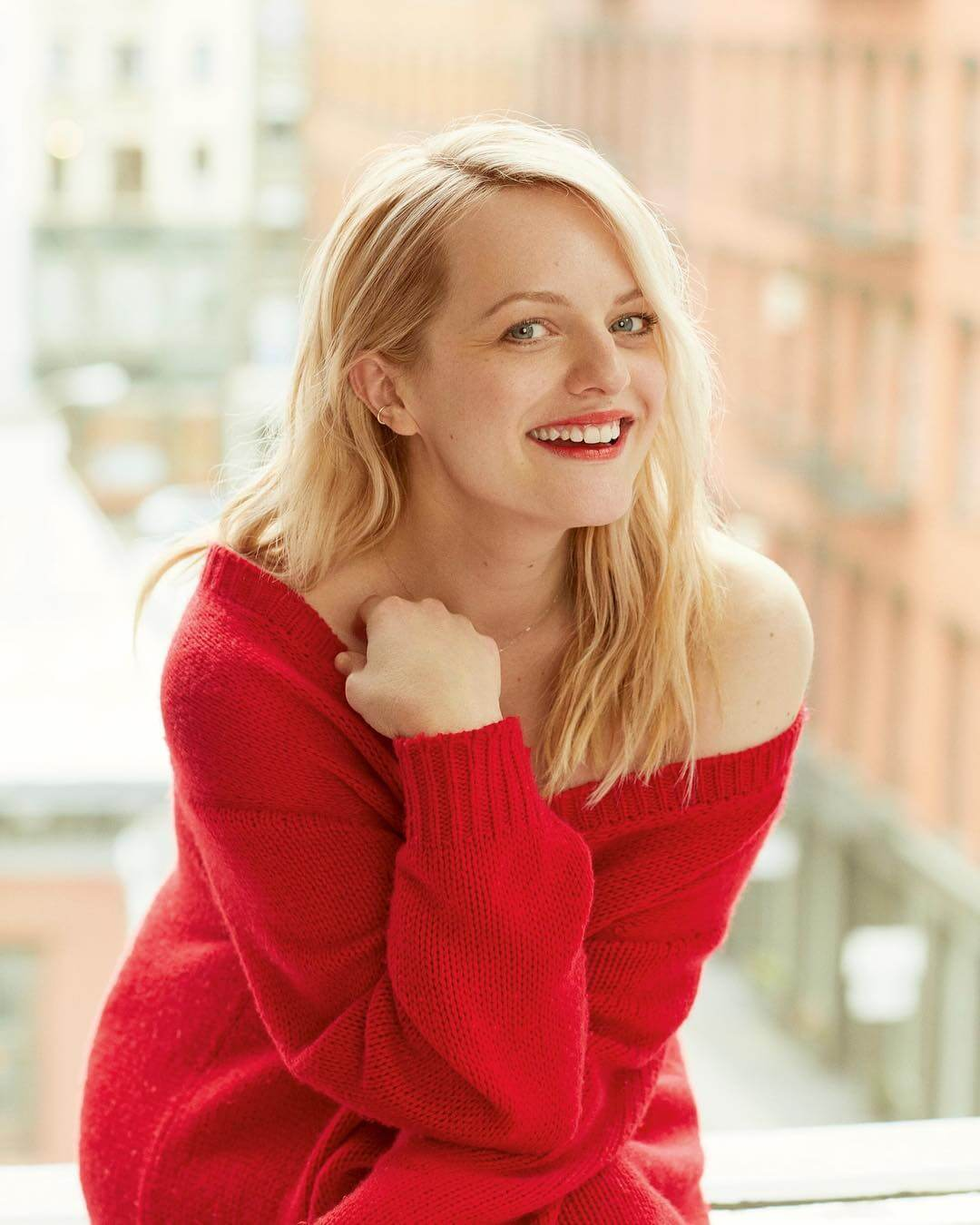 elisabeth moss gorgeous look
