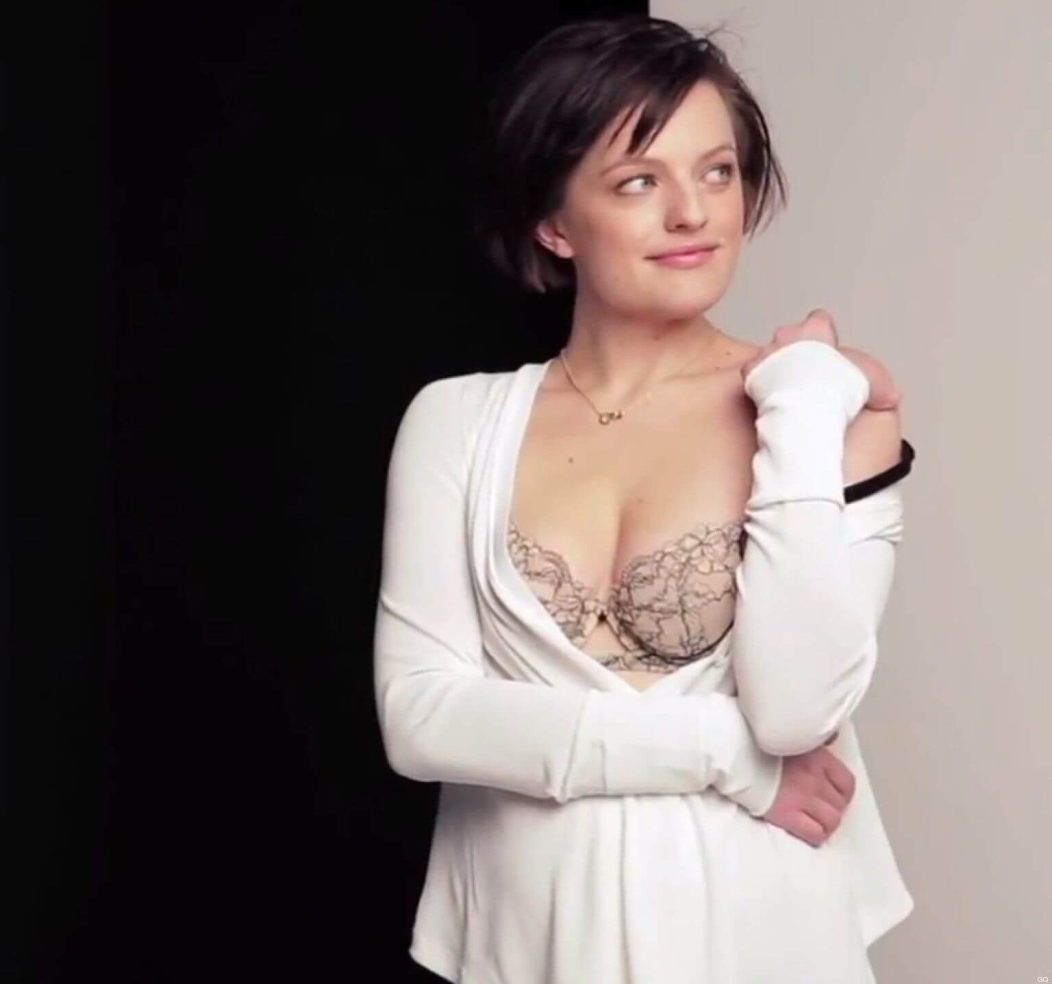 elisabeth moss hot cleavage