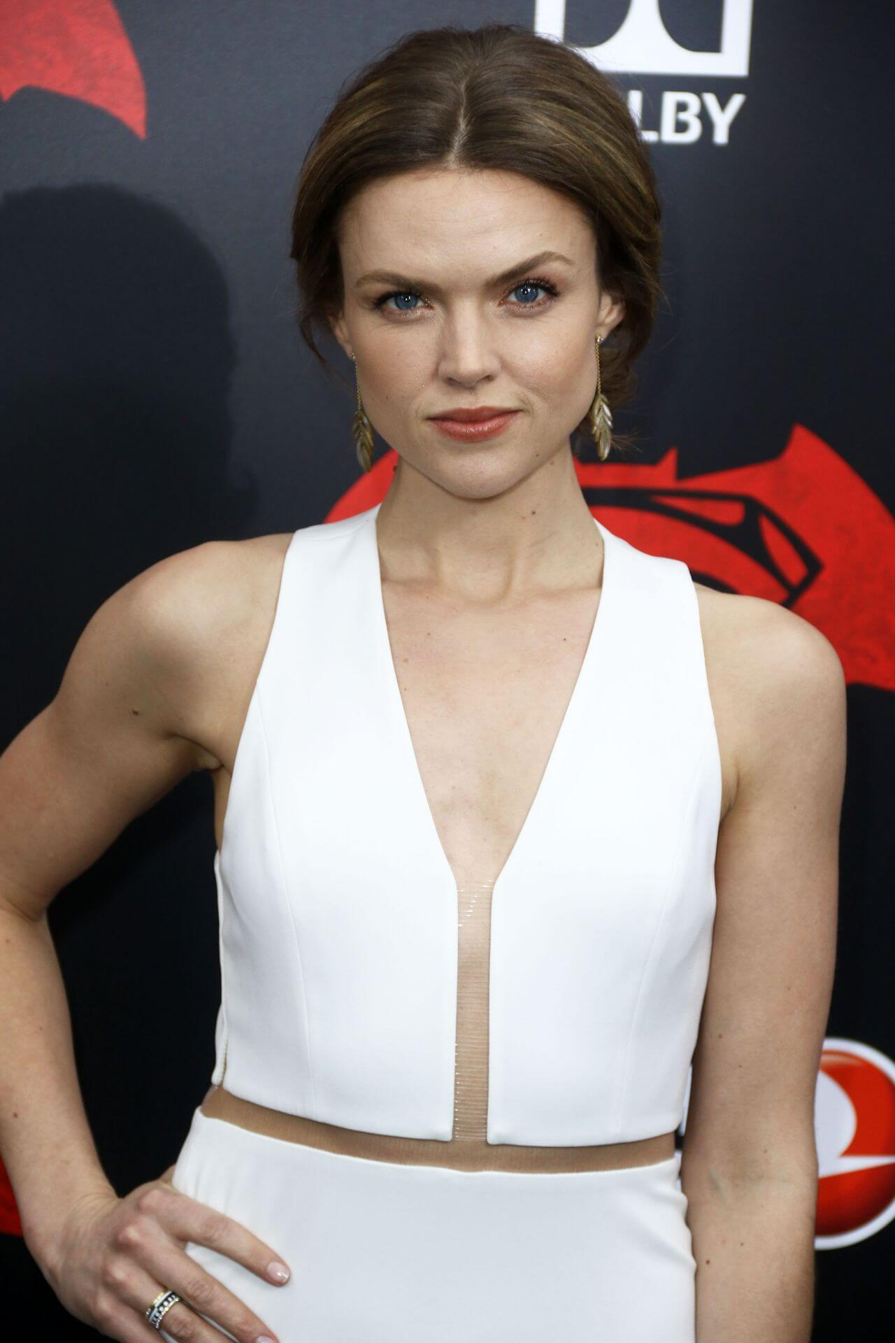 erin richards sexy cleavage