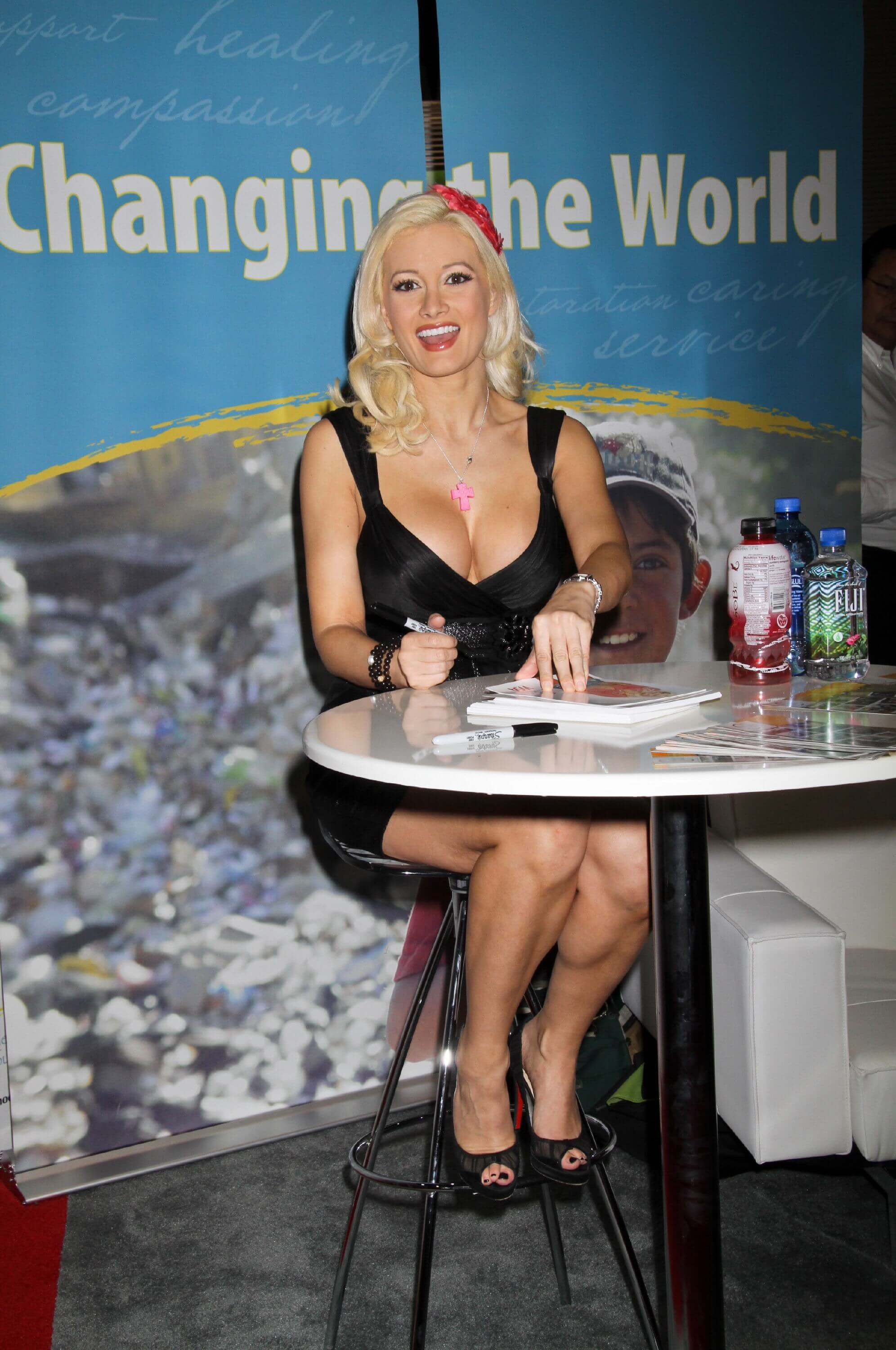 holly madison cleavage pictures
