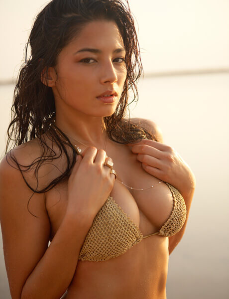 jessica gomes cleavage