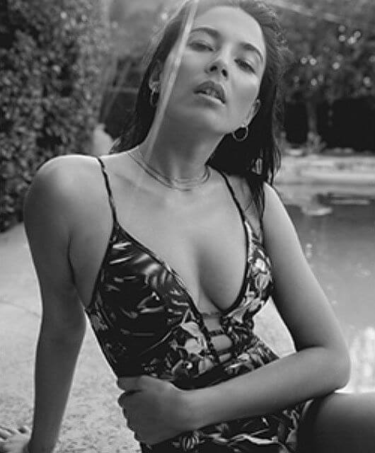 jessica gomes hot cleavage pics