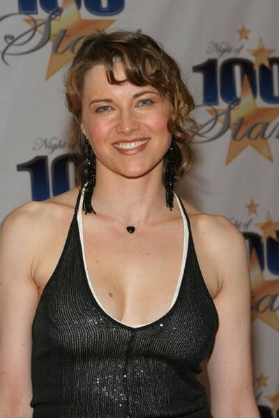 lucy lawless cleavage pictures