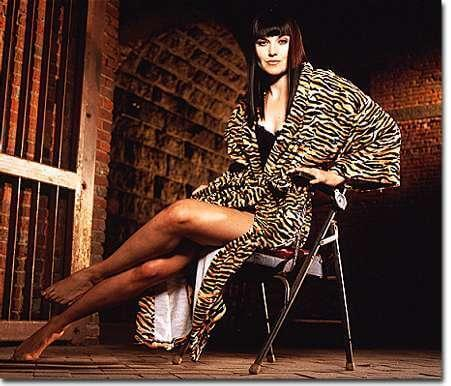 lucy lawless hot legs