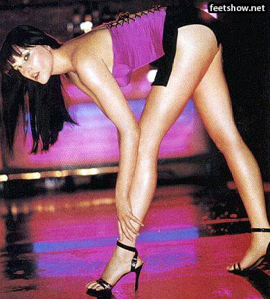 lucy lawless hot thighs