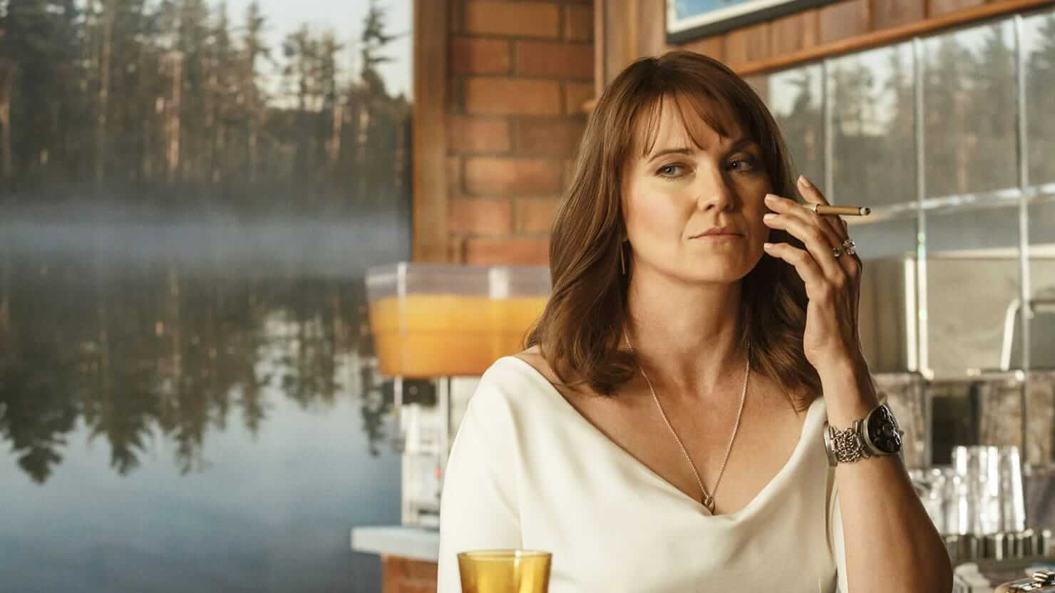 lucy lawless smoking