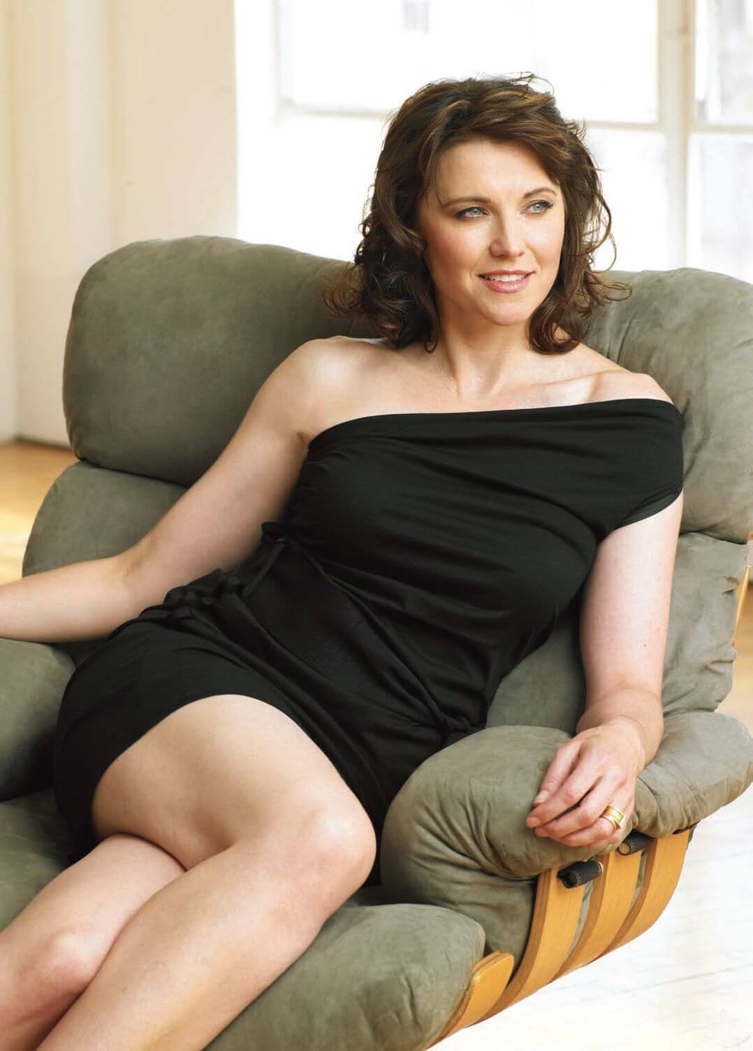 lucy lawless thighs