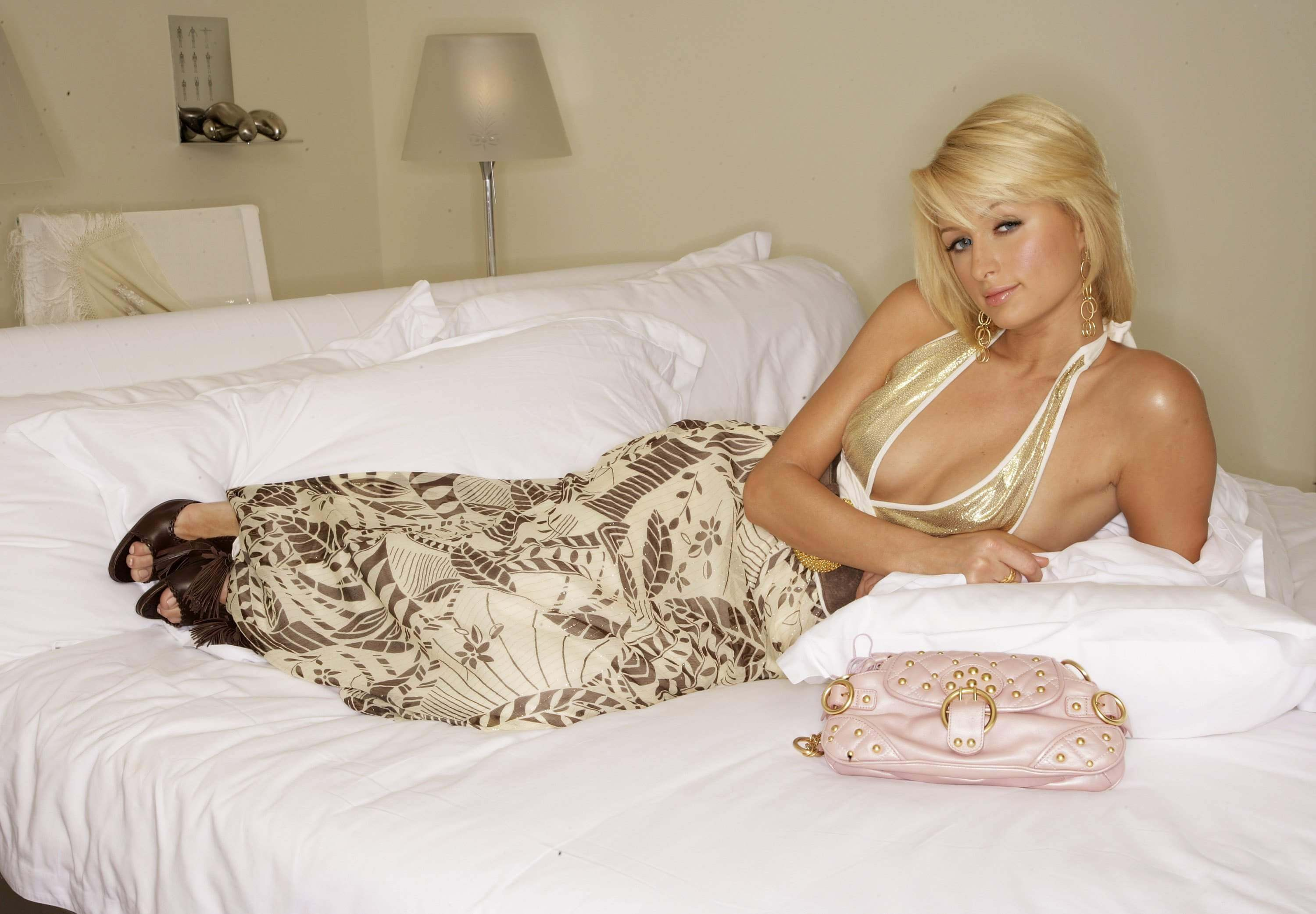paris-hilton sexy cleavages (2)