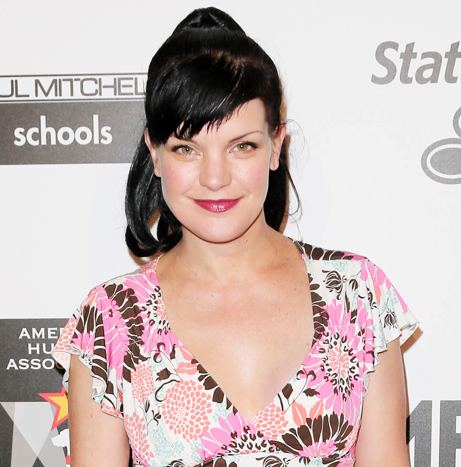pauley perrette hot cleavage