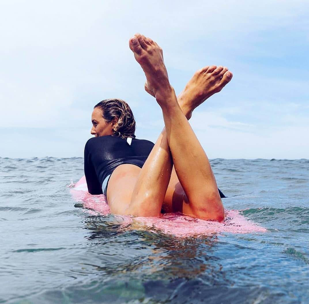 sally fitzgibbons bare feet