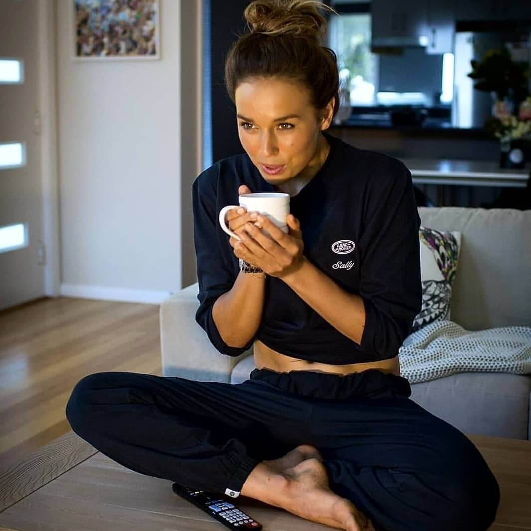 sally fitzgibbons drinking tea