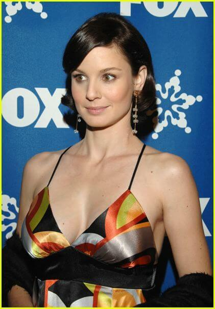 sarah wayne callies cleavage