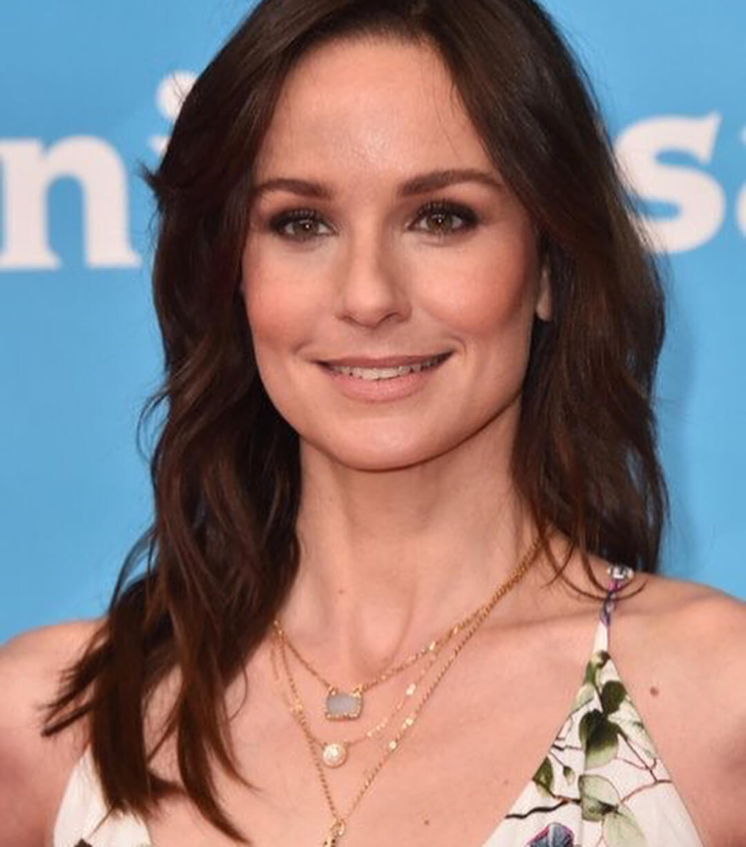 sarah wayne callies gorgeous look