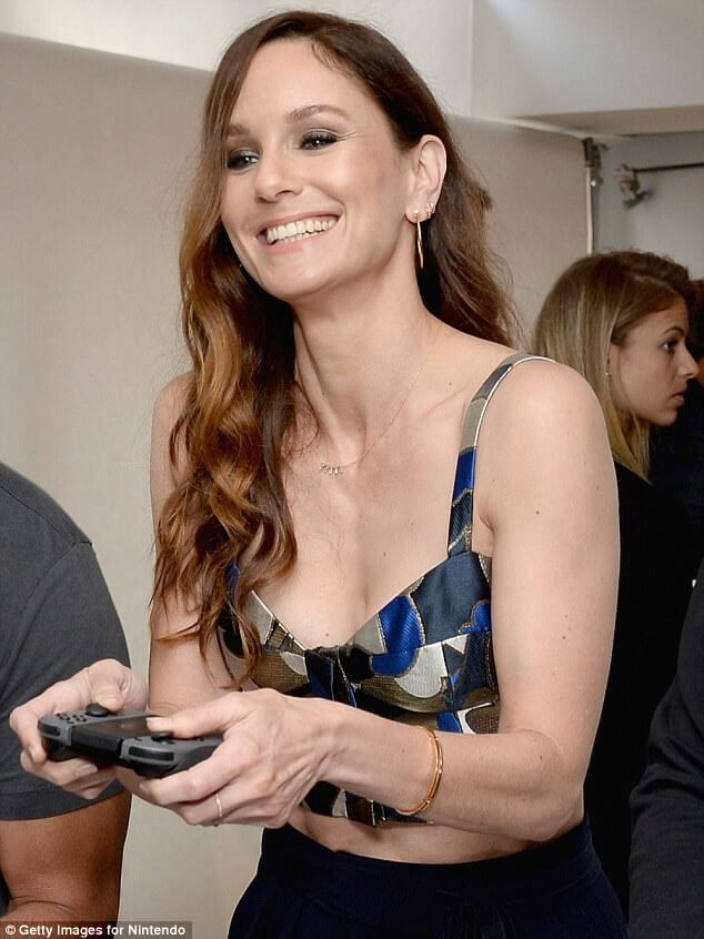 sarah wayne callies hot cleavage