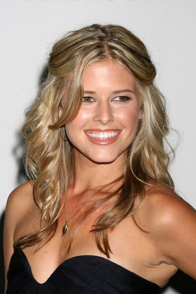 sarah wright hot cleavage pics