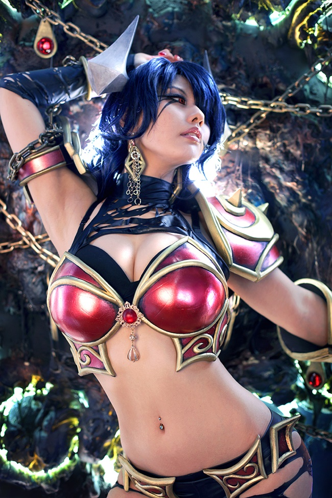 Akasha Queen of Pain cleavages pic 1