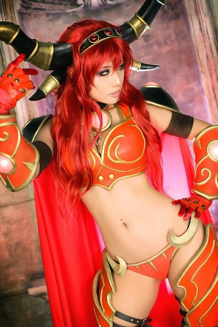 Alexstrasza hot cleavasges