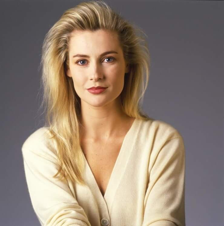 Alison Doody hot cleavages pics
