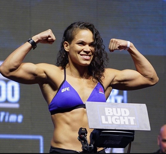 Amanda Nunes Shwing Muscle
