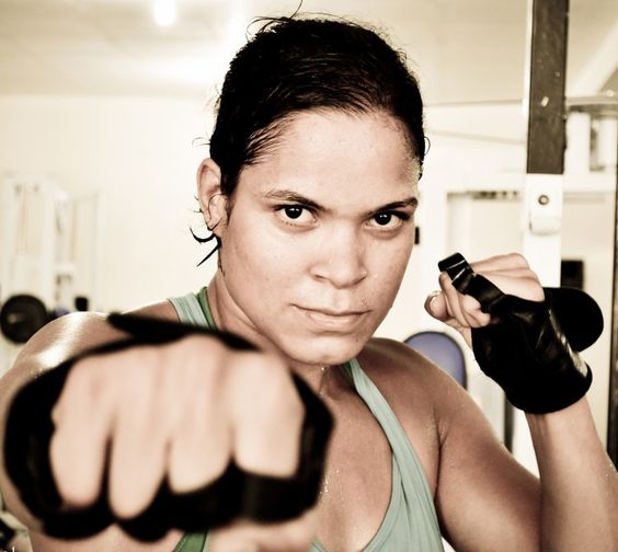 Amanda Nunes boxing Photo