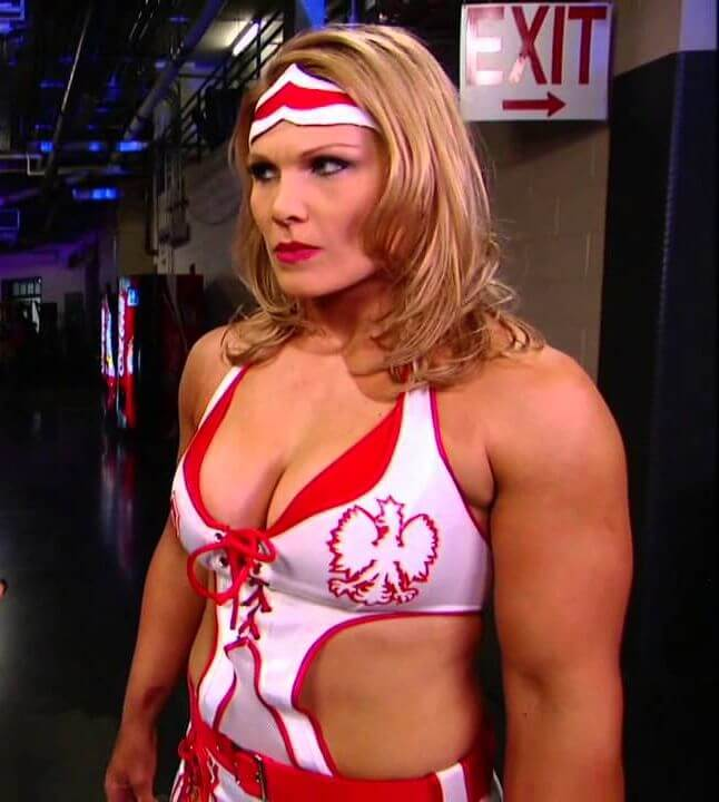 Beth-Phoenix sexy cleavage pic