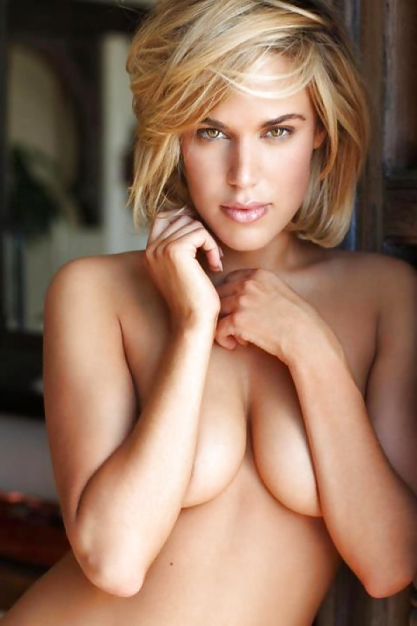 C.J. Perry Sexy Boobs Pictures Topless
