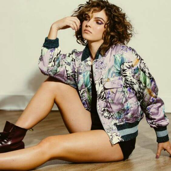 Camren Bicondova awesome butts pic