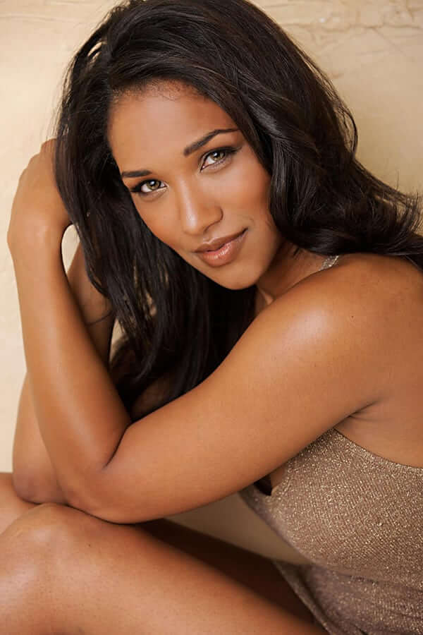 Candice Patton hot side pcitures